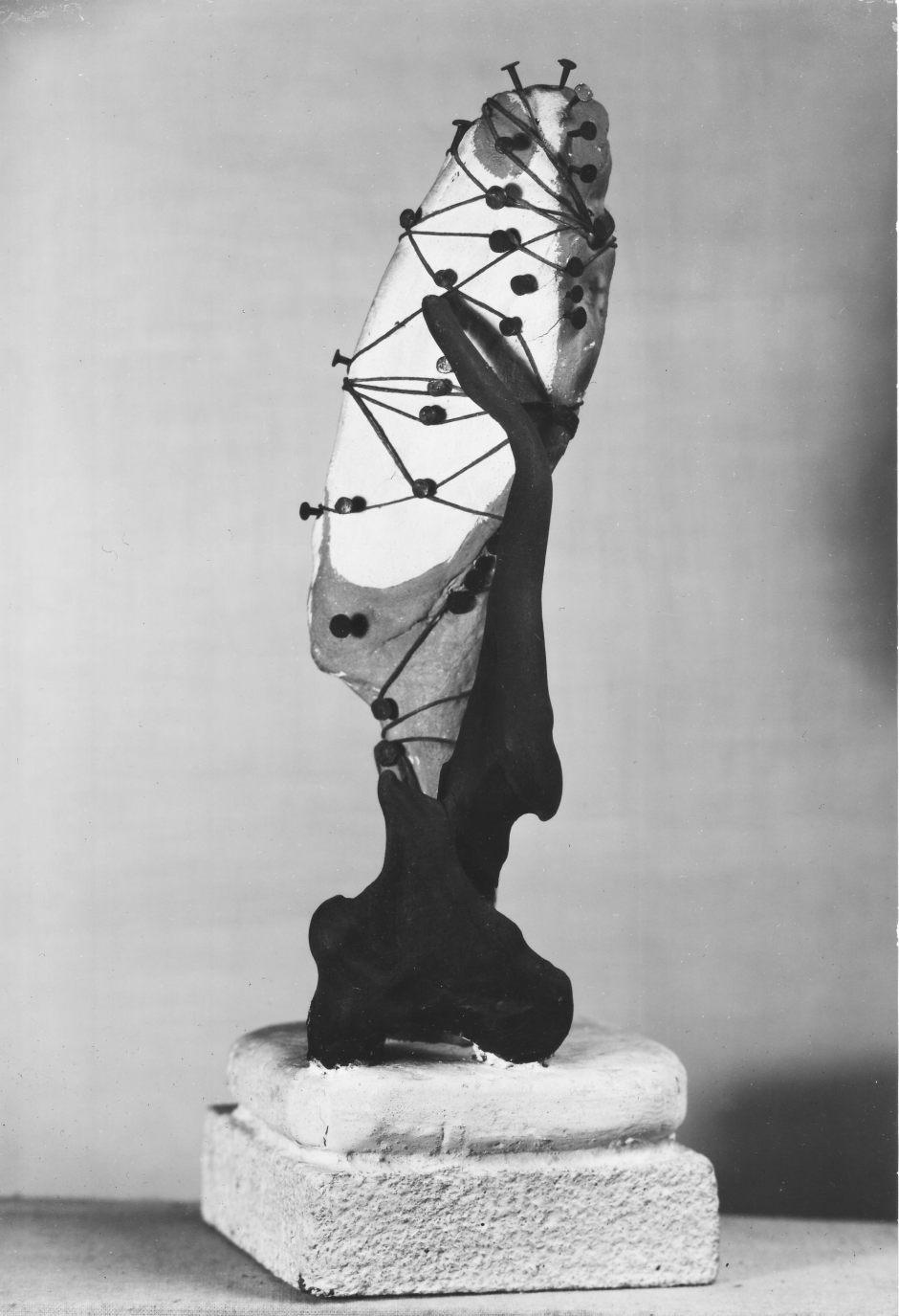 Wolfgang Paalen, Objet fait avec racine, 1933